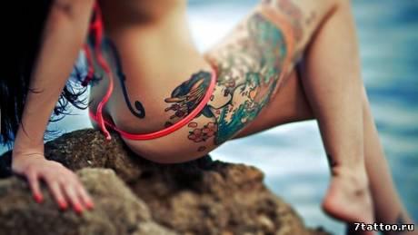 Цветная тату Японская девушка на бедре