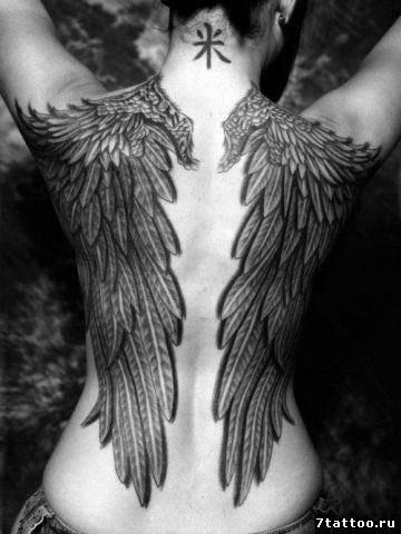 Тату Большие крылия на спине девушки